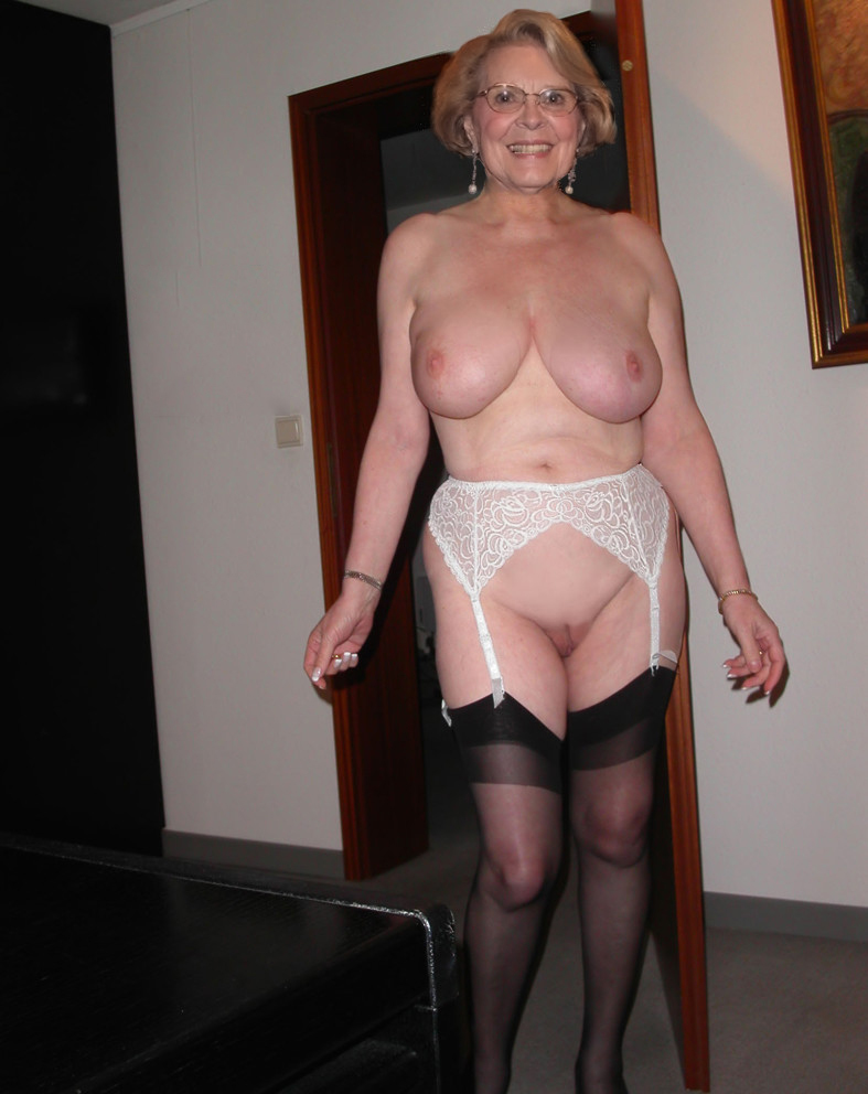 old retro nude mature women photos
